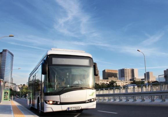 Elektrobusse, Elektrofähren, Elektroflugzeuge, Elektrobagger... Norwegen will vor allem den Verkehr noch mehr elektrifiziere.Der Elektrobus Urbino 12 von Solaris fährt ab Juli 2018 in Kristiansand.©Solaris©Solaris