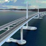 Erfahren Sie mehr über schwimmende Brücken und andere innovative Lösungen zu sieben Fjordübequerungen der E39 auf der Konferenz am 24. Oktober. Die Abbildung zeigt eine schwimmende Brücke überqueren Bjørnafjorden©Illustration: COW.