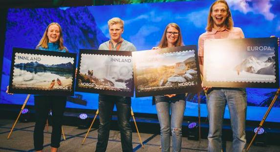 Vertreter der norwegischen Tourismusverbandes stellten die vier neue Briefmarken-Motive während des Kongresses des Verbandes in Oslo vor. Von links: Amalie Fjellsøy, Markus Saether Malmin, Johanne Grue Reiten und Konstantin Plotkin. ©Marius Dalseg, DNT