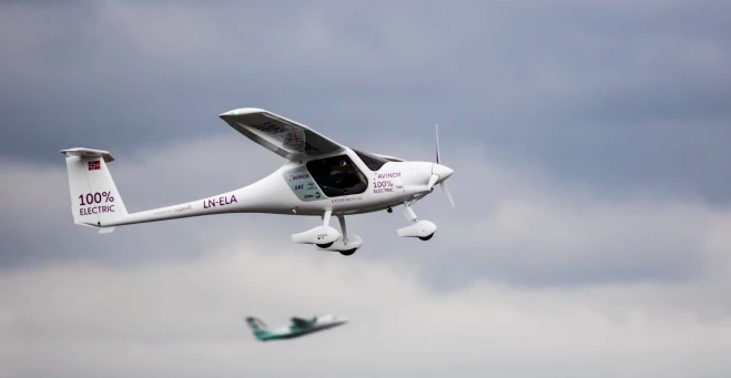 Norwegens erster Elektroflug mit dem Verkehrsminister als Passagier und dem Flughafenchef als Pilot an Bord©Avinor