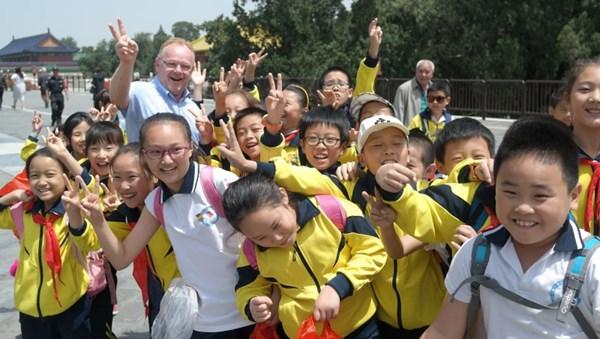 Gute Stimmung beim Besuch von Fischereiminister Per Sandberg in China. Mit Wirkung vom 3. Juli hat die chinesische Regierung Importbeschränkungen für Lachs aus drei Landkreisen aufgehoben.©Norwegisches Fischereiministerium