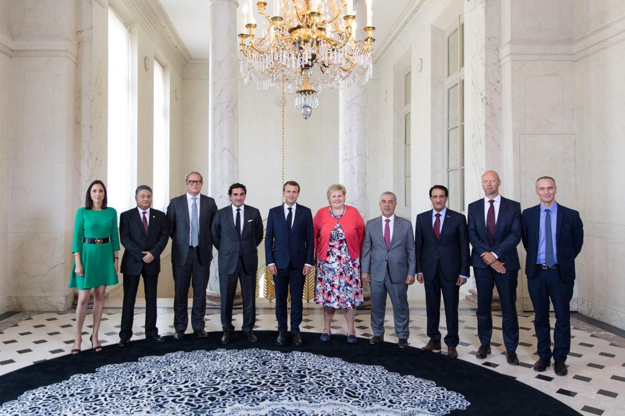 """Präsidenten und Vertreter in Paris teilnehmenden Staatsfonds am Nachfolgegipfel des """"One Planet Summit"""" mit Präsident Macron und Premierministerin Solberg. Die sieben Staatsfonds verwalten ein Vermögen von etwa drei Billionen Dollar. Der norwegische Staatsfonds GBFG, der weltweit größte seiner Art, hat strenge Umweltvorgaben bei Investitionen in Unternehmen.©Élysée"""