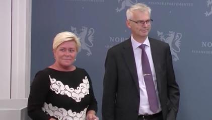 Siv Jensen und Øystein Thøgersen zur Pressekonferenz zur Vorstellung des Berichtes der Expertenkomission.©Regjeringen.no