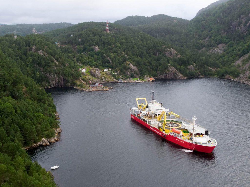 """Das Kabelverlegeschiff """"Nexans Skagerrak"""" verlegt die ersten Meter Seekabel von NordLink©NordLink"""