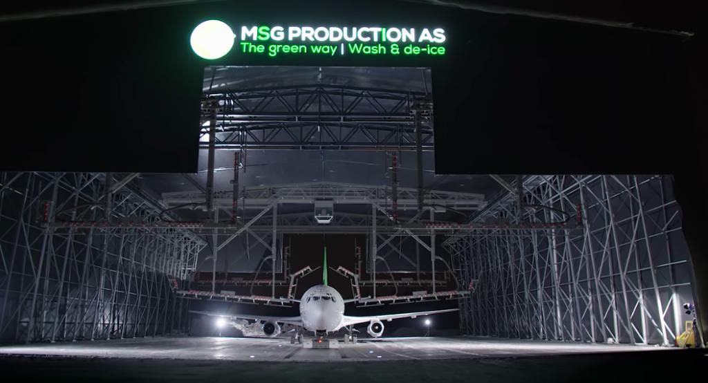 Die weltweit erste Enteisungs- und Waschanlage für Flugzeuge wurde in Skien präsentiert.@MSG/Video_Bildschirmprint