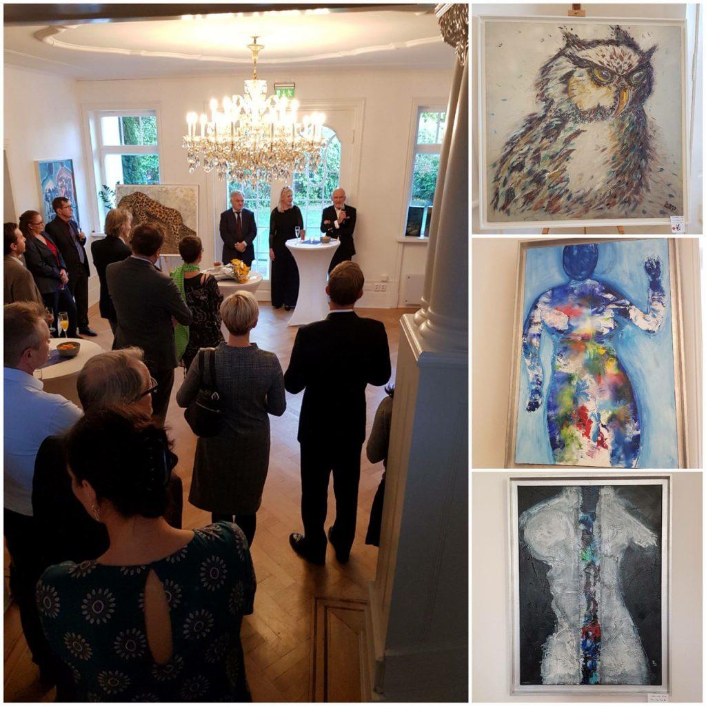 V.l.: Botschafter Gramsaa, Ina Susanne Bach und Norbert Pestka zur Eröffnung der Ausstellung©Deutsche Botschaft Oslo