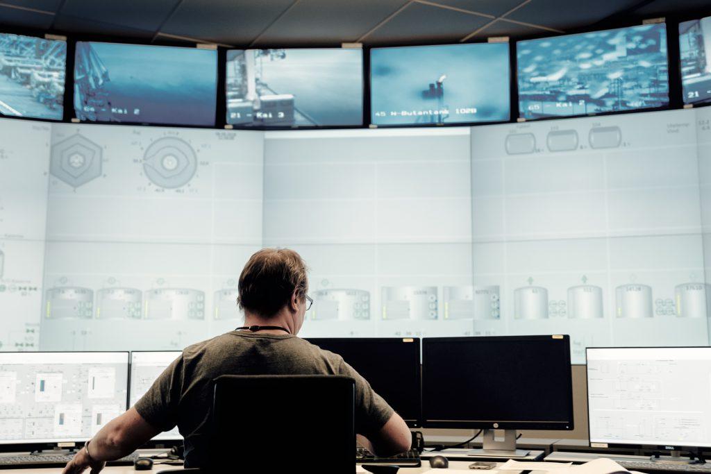 Das Kontrollzentrum des Verarbeitungswerkes©Ilja C. Hendel