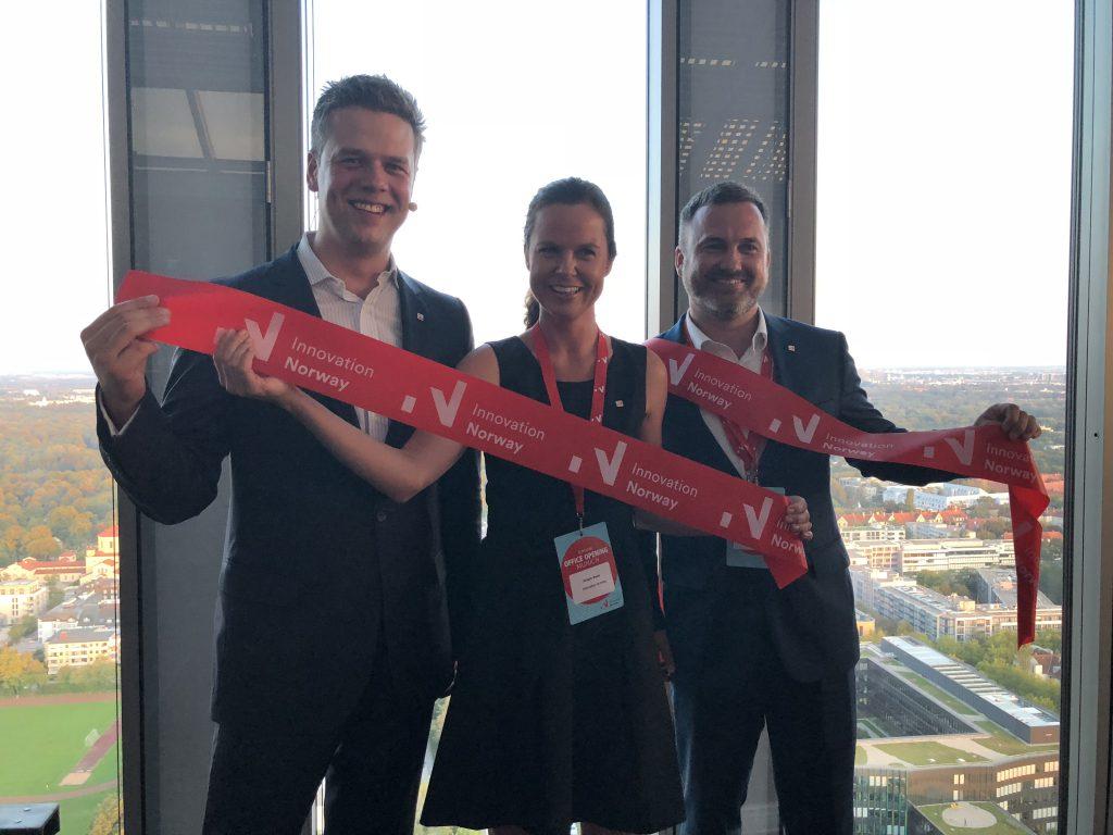 Manuel Kliese, Büroleiter DACH, mit den neuen Mitarbeitern in München, ©Innovation Norway