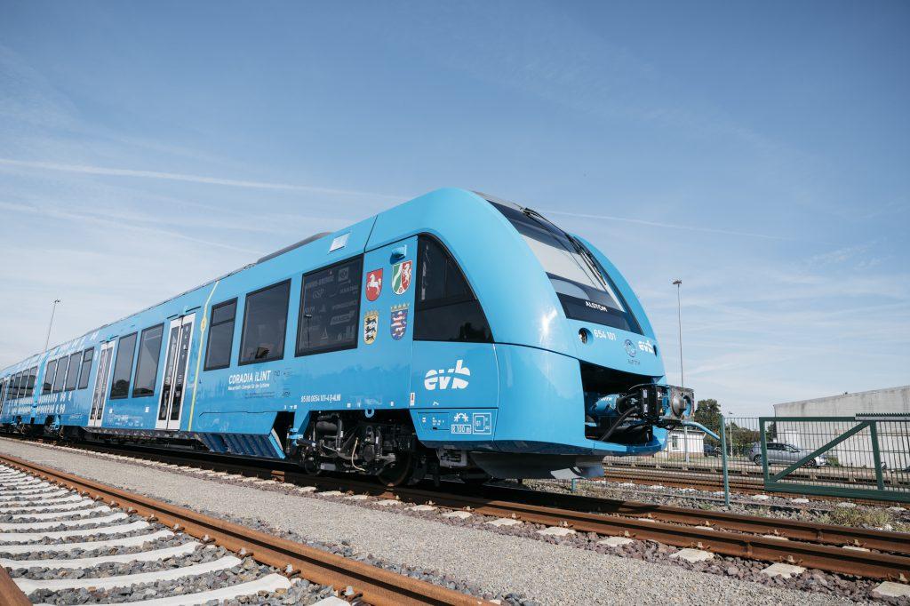 """Weltpremiere: """"Coradia iLint"""" ist der erste wasserstoffbetriebene Zug im Einsatz. Das norwegische Unternehmen Nel ASA war an dem Projekt beteiligt. @René Frampe"""