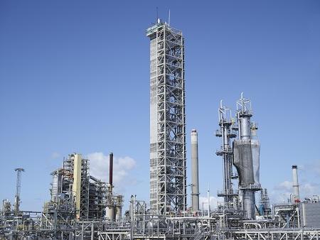 In norwegischen Mongstadt am Oslo-Fjord steht die größte Anlage der Welt zur Erprobung des CCS-Prozesses.©TCM
