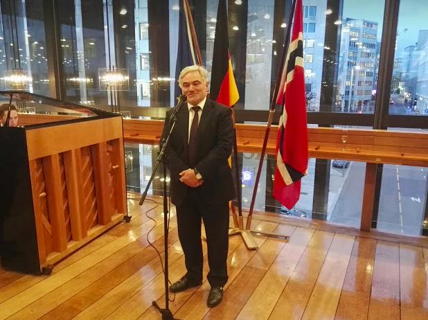 Botschafter Alfred Grannas bei seiner Begrüßungsansprache – in deutscher und norwegischer Sprache©BPN
