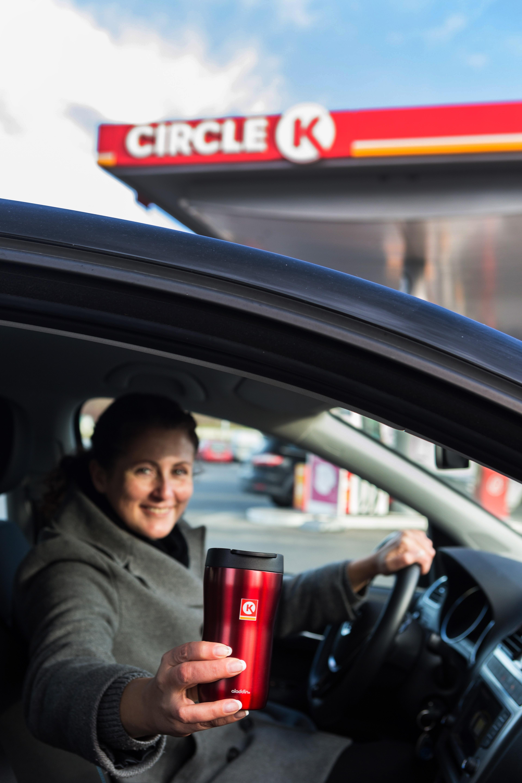 Die Circle-K-Becher werden an unseren norwegischen Stationen insgesamt 20 Millionen mal im Jahr gefüllt, sagt Jeanette Amara, die für den Kreis der Lebensmittel- und Kaffeekategorie zuständig ist.©Johnny Syversen
