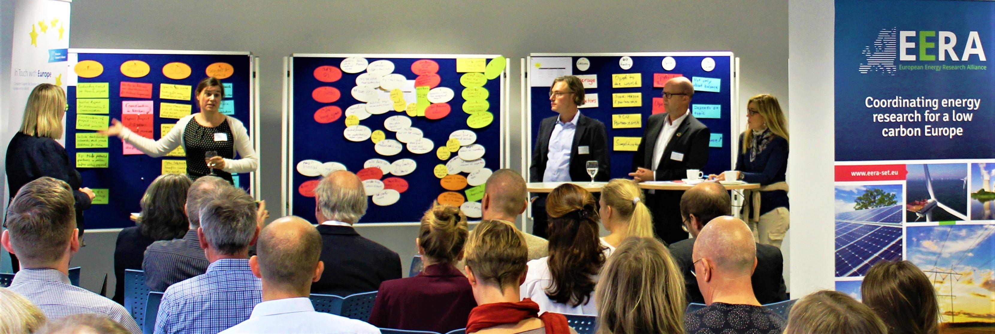 Ein interaktives Workshop-Konzept ermöglichte den regen Austausch der Teilnehmer und die Vermittlung neuen Wissens sowie wertvoller Erfahrungswerte.V.l.n.r.: Bente Bakos, RCN; Andrea Reiter und Andreas Blume, BayFOR; Tor Ivar Eikaas und Marianne Haavardsholm Aandahl, RCN©BayFOR
