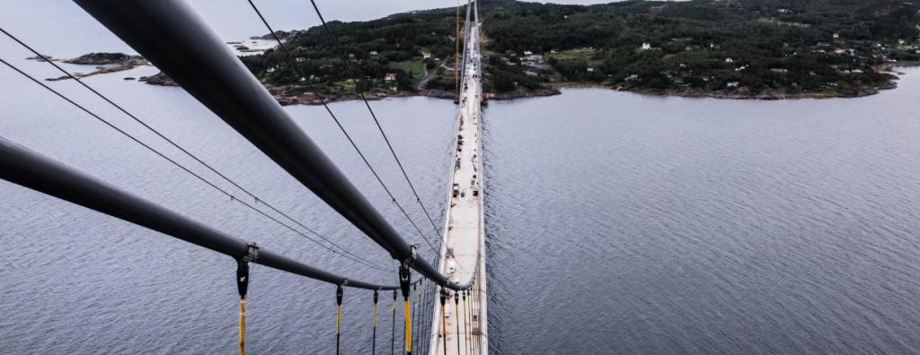Nach mehr als fünfjähriger Bauzeit ist die Hålogaland Brücke für den Verkehr geöffnet©COWI