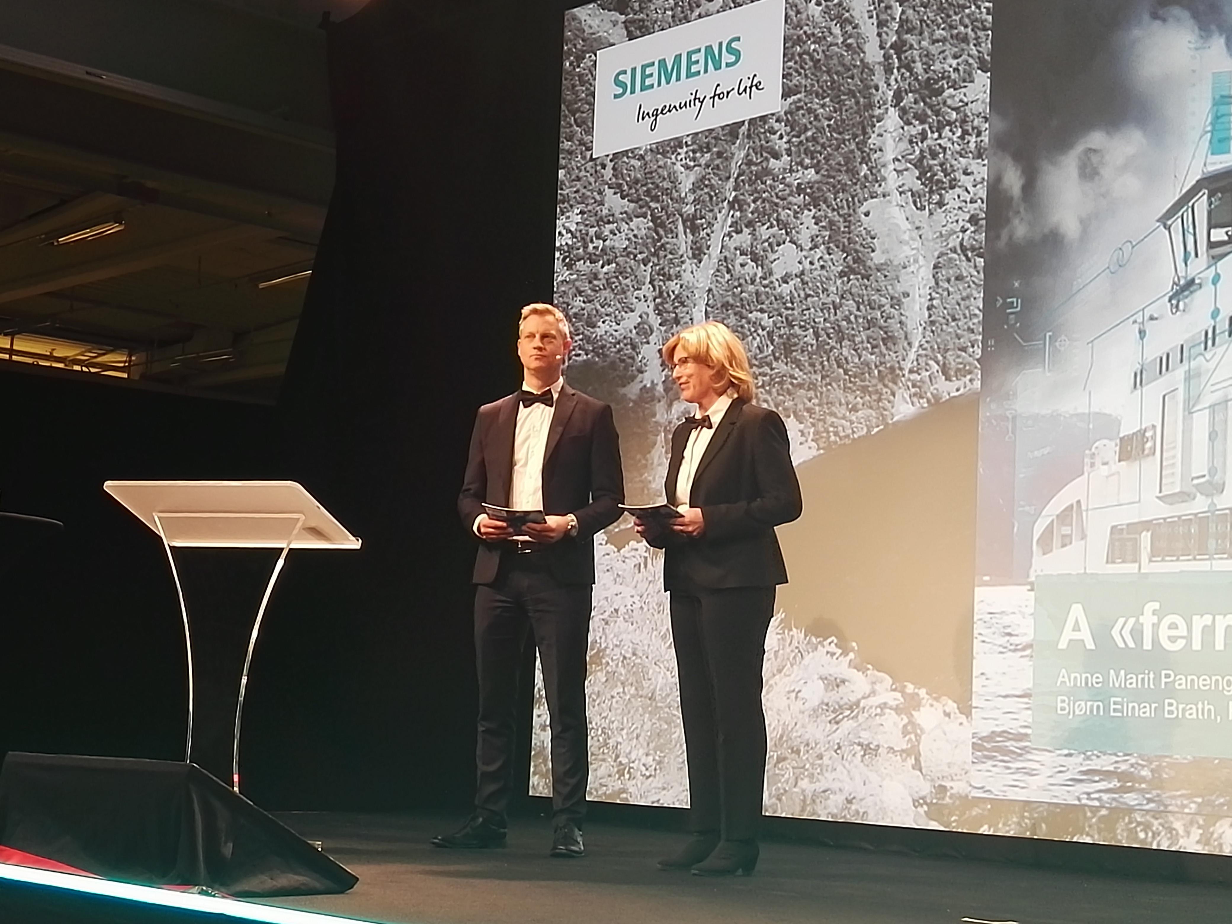 Anne Marit Panengstuen und Bjorn Einar Brath zur Eröffnung der neuen Siemensfabrik für Batteriesysteme in Trondheim©BPN