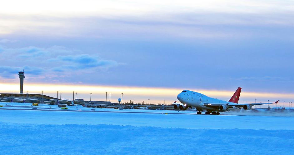 EineBoeing 747-400F bringt seit Mitte Januar zweimal wöchentlich frische Meeresfrüchte und Fisch nach China.@Avinor