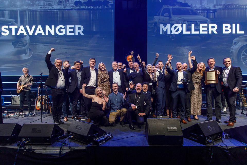 Glückliche GeDas Team von von Møller Bil Stavanger und Vertreter des Importeurs bei der Preisverleihung©Volkswagenwinner von Møller Bil Stavanger und Vertreter des Importeurs.©Volkswagen