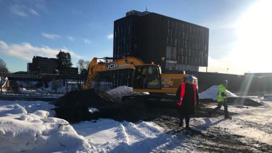 Ministerpräsidentin Erna Solberg auf dem Weg zum ersten Spatenstich für das Life Science Building.©Marita I. Wangberg/Statsministerens kontor