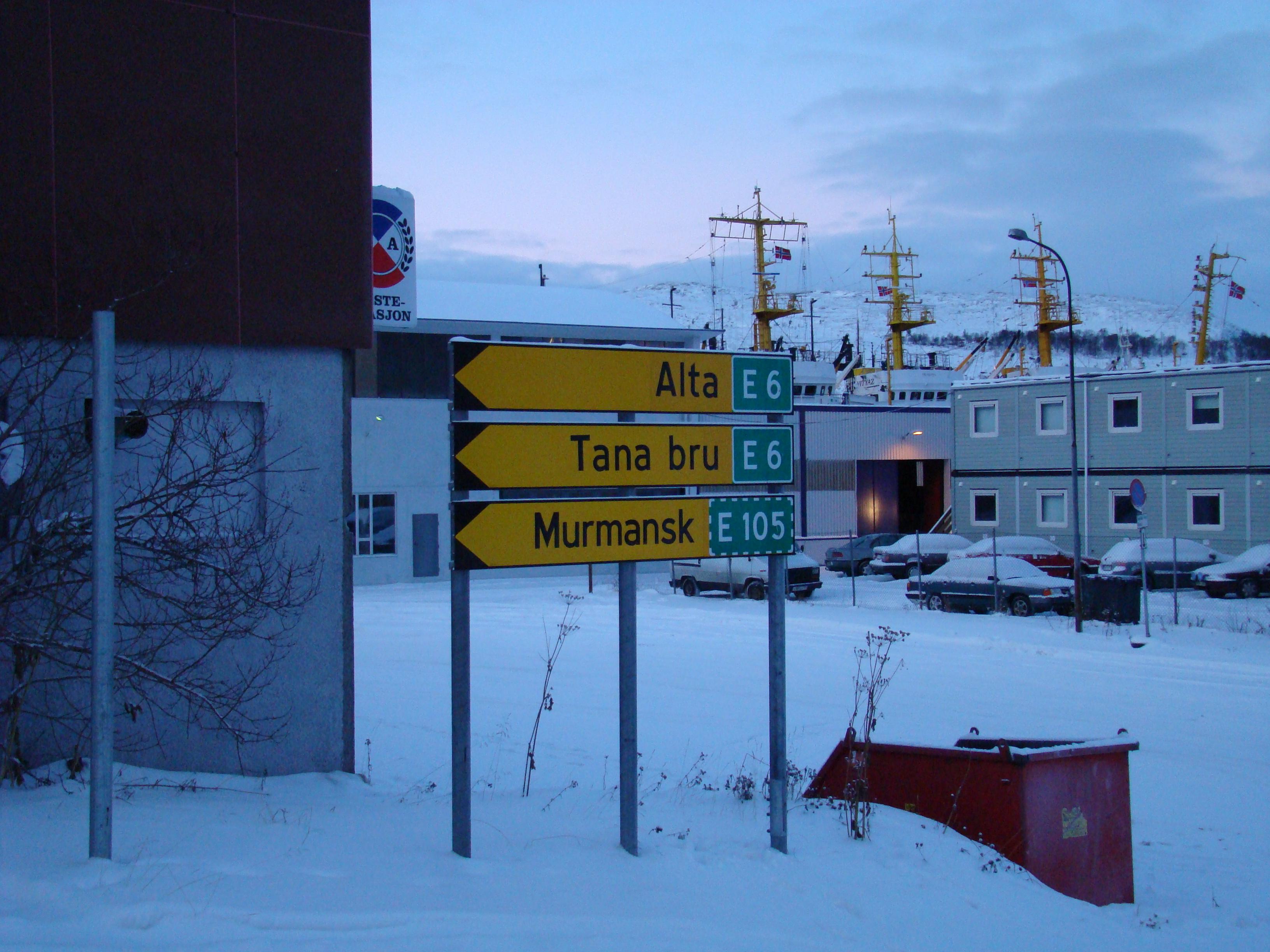 Straßenschild in Kirkness. Ganz im Norden Europas kommen sich Russland und Norwegen sehr nah. Die Beziehungen zwischen den Einwohnern beider Länder sind eng. @BPN